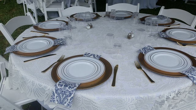 Odessa Flatware_Gold Chargers
